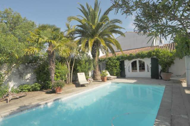 Villa avec piscine loix  6 pers.
