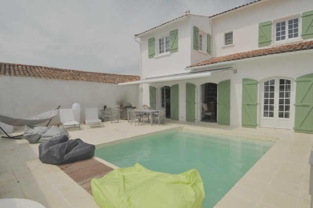 Villa avec piscine loix  10 pers.