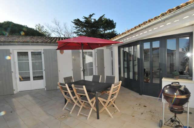Superbe villa à quelques pas d'une très belle plage, comprenant: piece pr ...