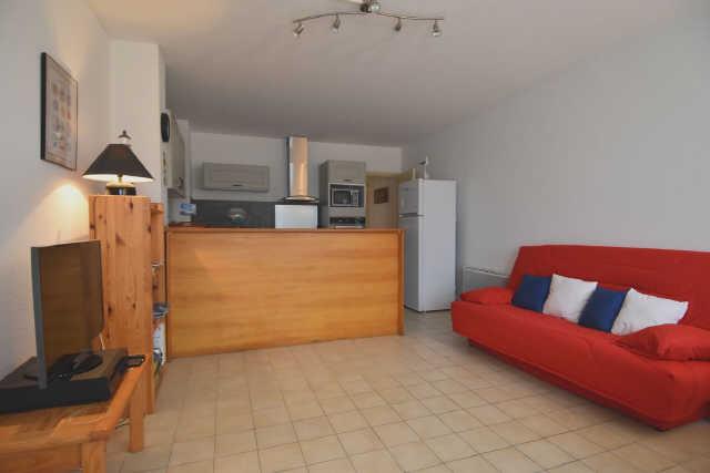 A proximité du port de saint martin, charmant appartement comprenant: piec ...