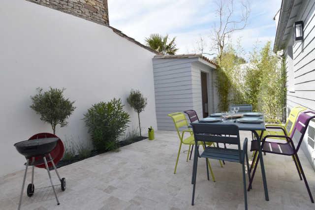 Dans le centre du village de la couarde, villa enitèrement rénovée en 20 ...